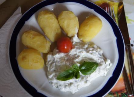 Pellkartoffeln mit selbstgemachten Tzatziki - Rezept