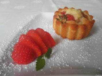 Rezept: Mini - Erdbeer - Rhabarber - Kuchen