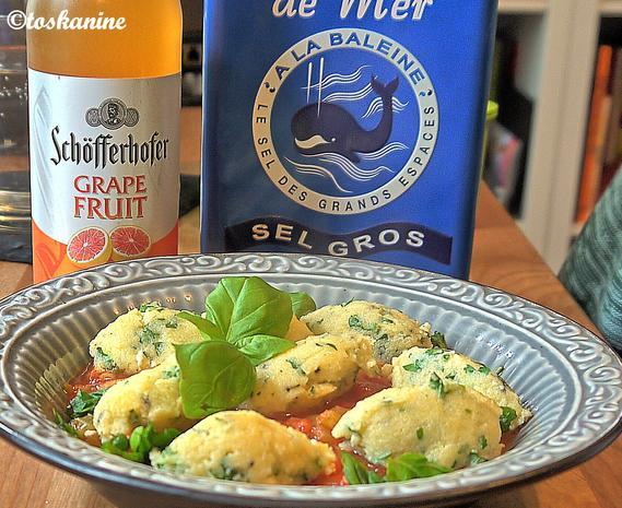 Petersiliennocken mit Tomatensauce - Rezept - Bild Nr. 2