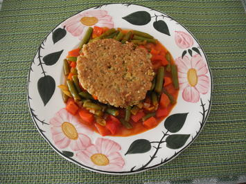 Quinoa - Bratling auf Bohnen - Paprika - Gemüsebett - Rezept