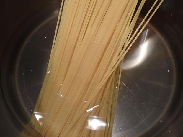 Spaghetti mit Mandel-Ricotta-Sauce - Rezept - Bild Nr. 7