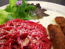 Lustig rote Spagetti in fischiger Gesellschaft - Rezept