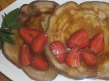 Erdbeer – Pfannkuchen mit Ahornsirup - Rezept