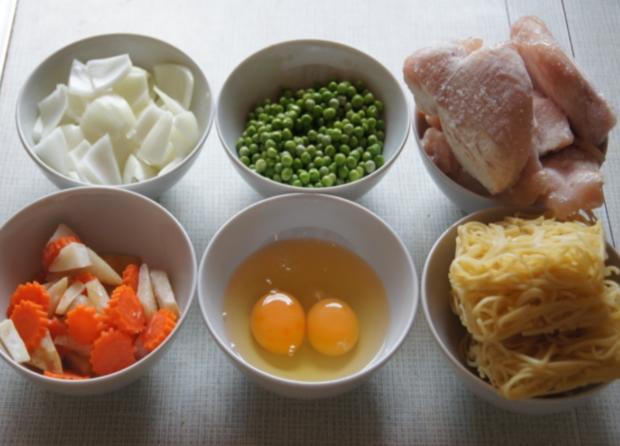Hähnchenbrustfiletwürfel im Bierteig mit Chinesischen Nudeln und Gemüse - Rezept - Bild Nr. 2