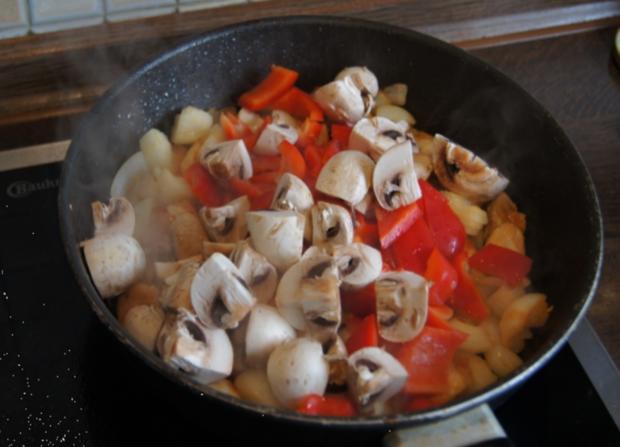 Hähnchenbrustfilet-Gulasch mit Pellkartoffeln - Rezept - Bild Nr. 40