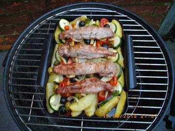 Rezept: Spanferkelfilets auf Grillgemüse im Kugelgrill