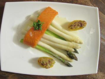 Rezept: Lauwarmer Stremel-Lachs aus dem Räucherofen mit zweierlei Spargel und Ofenkartoffeln