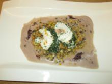 Steinbeißer-Lachs-Rouladen im Kräutermantel auf bunten Linsen mit violetter Senfsoße - Rezept