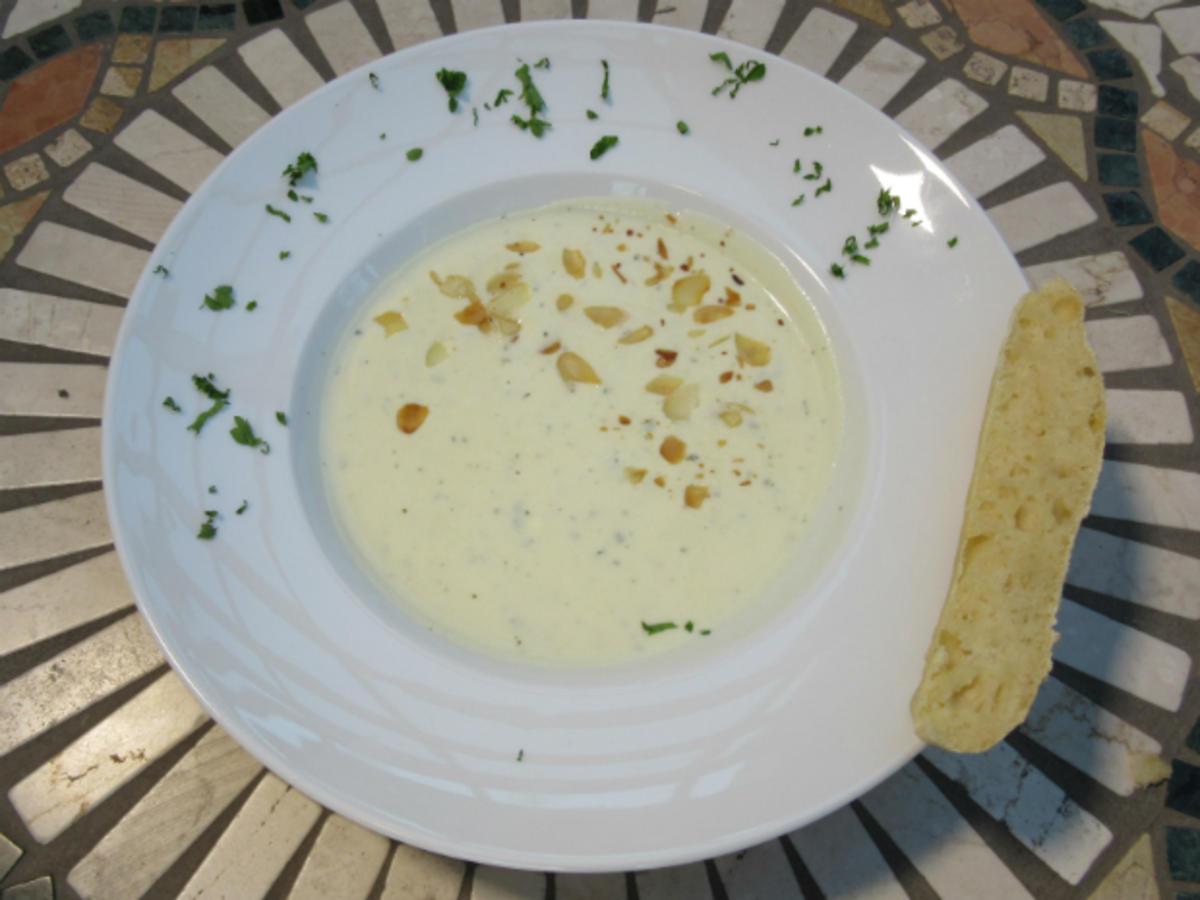 Spanische Mandelsuppe mit versteckten Fruchtstückchen und selbstgebackenem Brot - Rezept Eingereicht von Das perfekte Dinner