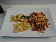 Cavatelli Con Salsiccia und Ravioli Ripieni alla Ricotta e Spinaci - Rezept