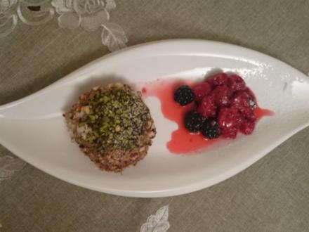 Paste Elena im zarten Einklang mit Him- und Heidelbeeren - Rezept