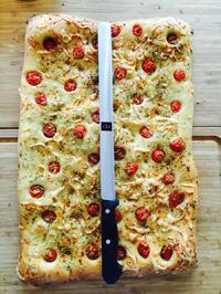 Rezept: Focaccia mit Sherry Tomaten und Käse