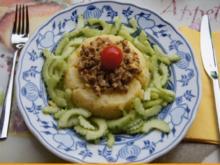 Flickerklops mit Kartoffelstampf und chinesischen Gurkensalat - Rezept