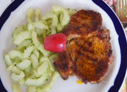 Paprika-Steaks mit Chinesischen Gurkensalat - Rezept