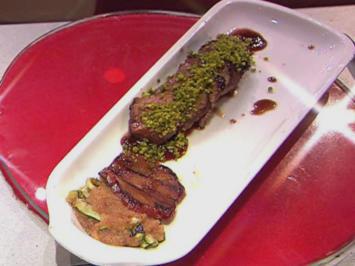 Rezept: Lammlachse im Amarenalack mit gegrillter Zucchini (Henning Krautmacher)