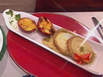 Rezept: Baumkuchen mit gegrillten Nektarinen und Blüten (Sonya Kraus)