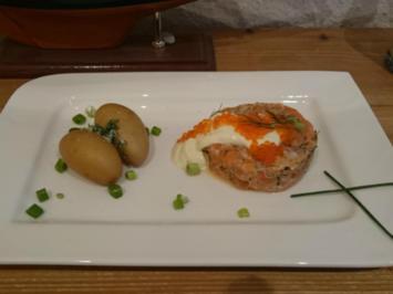 Rezept: Fruchtiges Matjestartar mit Forellenkaviar und neuen Kartoffeln
