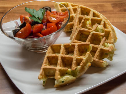Waffeln: Zucchiniwaffeln mit Tomatensalat - Rezept - Bild Nr. 132