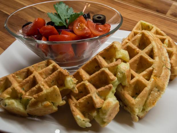 Waffeln: Zucchiniwaffeln mit Tomatensalat - Rezept - Bild Nr. 134