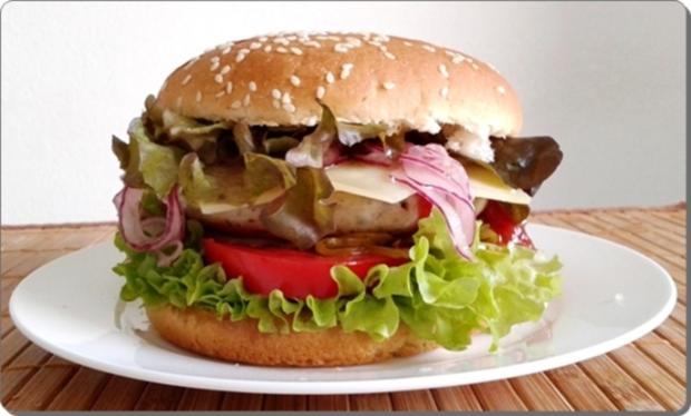 Mega Burger mit Bratwurstschnecke und… - Rezept - Bild Nr. 146