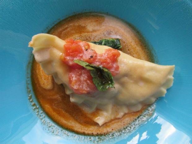 Ravioli von Hummer und Lachs an Zitronengras-Kerbel-Velouté - Rezept