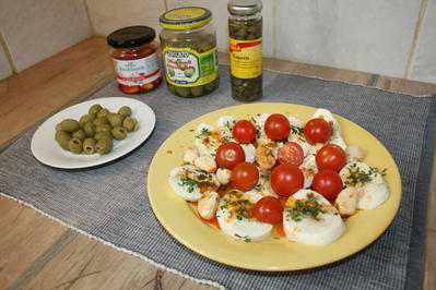 Rezept: Mozzarella mit Knoblauch in Chillimarinade mit Cherrytomaten