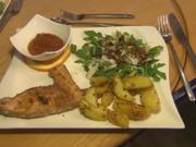 Schwertfischsteak an Rucola-Parmesan-Salat mit Rosmarin-Kartoffelspalten - Rezept - Bild Nr. 229
