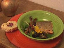 Wildkräutersalat mit Saibling an fruchtigem Honig-Mango-Dressing mit Allgäuer Speck - Rezept