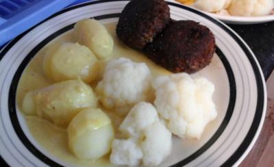Pikante Frikadellen mit Blumenkohl, Kartoffeln und Curry-Rahm-Sauce - Rezept - Bild Nr. 260