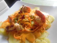 Black Tiger auf Kartoffelbett mit Gemüse-Spaghetti und Hummer-Sahnesoße - Rezept - Bild Nr. 260
