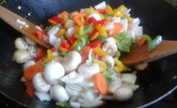 Chinesische Eiernudeln mit Gemüse süß-sauer und ausgebackenen Mettbällchen - Rezept - Bild Nr. 266