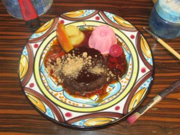 Liaison vom Bonet (Piemonteser Pudding) mit Himbeereis und flambierten Pfirsichen - Rezept