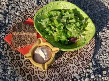 Blattsalat mit Früchten und Thunfischcreme - Rezept