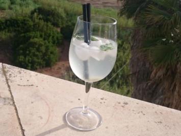 Cava mit Ingwerlikör - Rezept