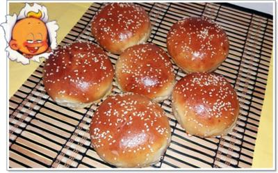 Rezept: Hamburger Buns mit Sesam selber backen