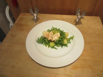 Maispoulardenbrust mit Garnele gefüllt zu Salat mit Orangen Dressing & marinierter Melone - Rezept