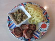 Schweinemedallions umhüllt mit Bacon, dazu Bandnudeln und eine Curry-Pilzsauce - Rezept - Bild Nr. 328