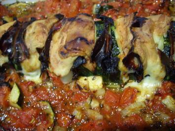 """""""Gespickte"""" Zucchini im Tomatenbett - Rezept - Bild Nr. 340"""