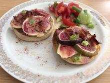 Überbackene Toastbrötchen mit Feigen,  Mascarpone und Speck - Rezept