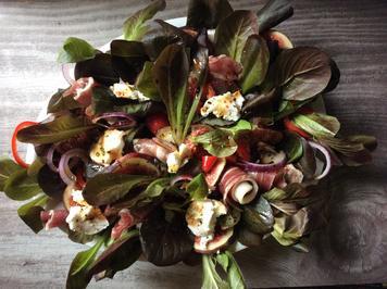 Rezept: Roter Feldsalat mit Feigen,  Ziegenfrischkäse und Parmaschinken