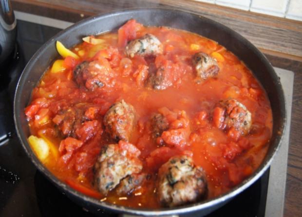 Hackfleisch-Bällchen in Paprika-Tomatengemüse mit Basmati-Mandelreis - Rezept - Bild Nr. 541