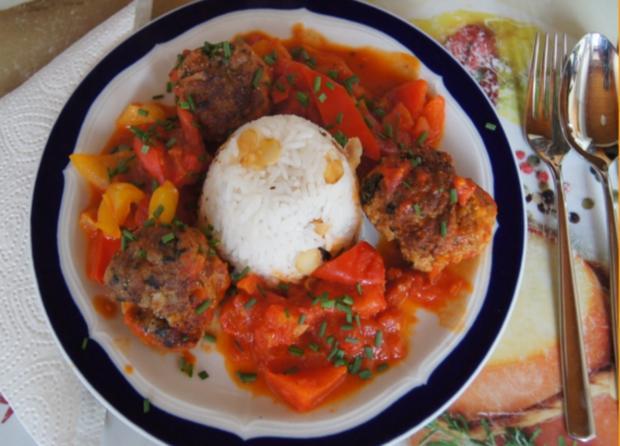Hackfleisch-Bällchen in Paprika-Tomatengemüse mit Basmati-Mandelreis - Rezept - Bild Nr. 544