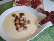 Käsesuppe mit Zimt-Croutons und Bacon-Chips - Rezept