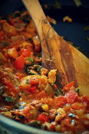 Tomaten-Thunfisch-Gemüse-Soße mit Linsen-Pasta - Rezept
