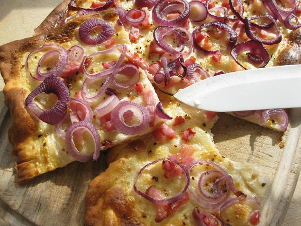 Flammkuchen mit Speck und Zwiebeln - Rezept - Bild Nr. 569