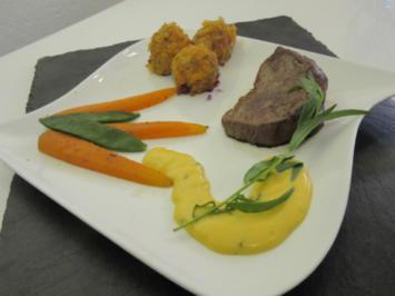 Rinderfilet an Sauce Bearnaise mit Kartoffelbällchen und Zuckerschoten - Rezept