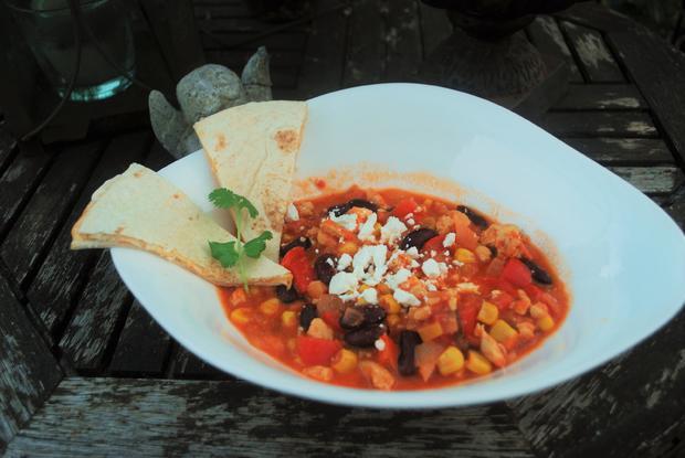 Hähnchen-Chili mit Cheddar-Tortilla-Ecken - Rezept - Bild Nr. 603