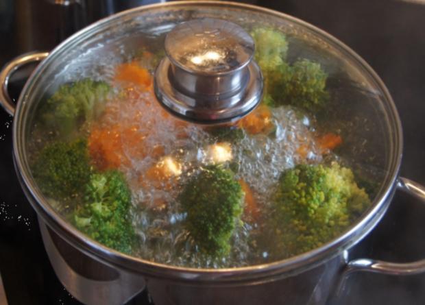 Brägenwurst mit Möhren-Brokkoli-Gemüse und Kartoffelpilzen - Rezept - Bild Nr. 607