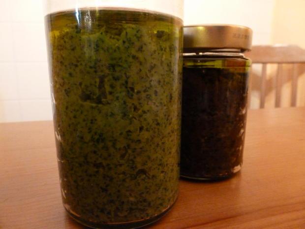 Rucola-Pesto & Basilikum-Pesto aus blauem Basilikum - Rezept - Bild Nr. 683