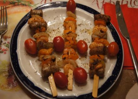 Garnelenspieße mit Würstchen , Paprika und Zwiebeln - Rezept - Bild Nr. 743
